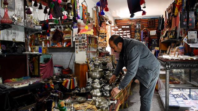 Diyarbakırda 35 yıldır antikacılık yapan esnaf geçmişi geleceğe taşıyor