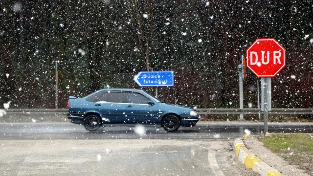 Bolu Dağında kar etkisini artırdı