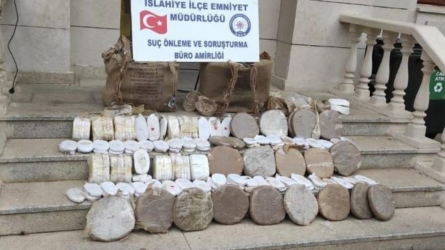 Gaziantepte 53 kilogram esrarla yakalanan 2 zanlı gözaltına alındı