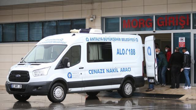 Adanada yürüteçle merdivenden düşen 9 aylık bebek ağır yaralandı