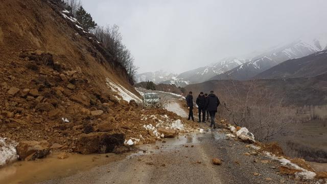 Bingölde Karlıova-Yedisu kara yolu heyelan nedeniyle kapandı