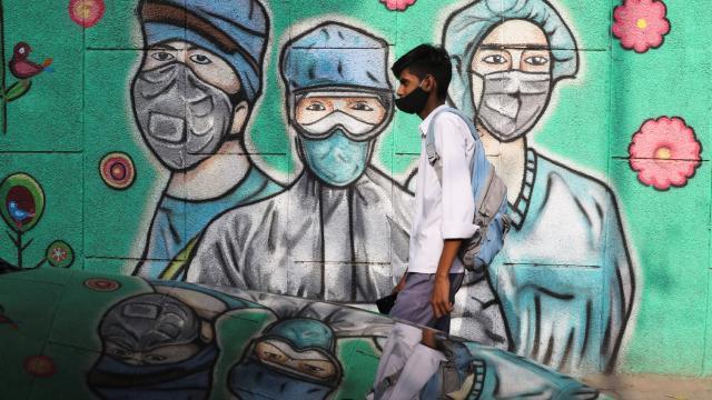 En büyük aşı üreticisi Hindistanın aşıları tükeniyor