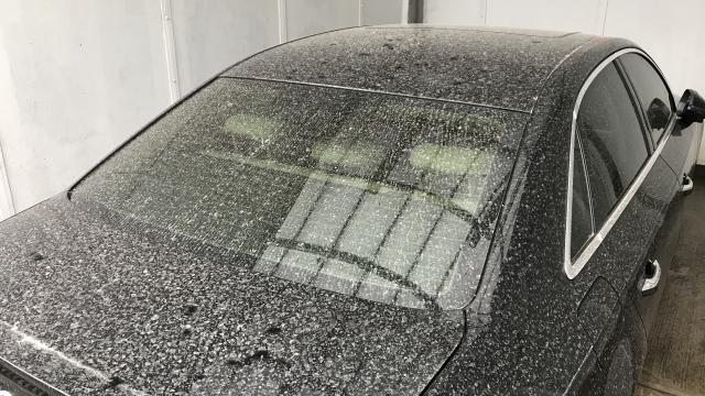 İstanbulda çamurlu yağış sonrası sürücüler, araçlarını oto yıkamacılara götürdü