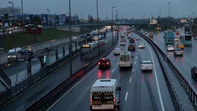 İstanbulda yağmur trafikte zor anlar yaşattı