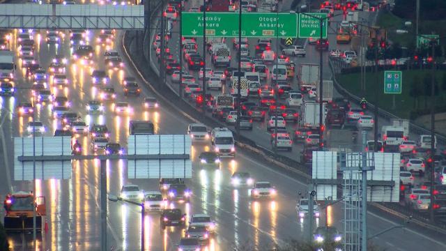 İstanbul trafiğinde kar yoğunluğu