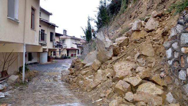 Kocaelide istinat duvarı çöktü, 6 ev boşaltıldı