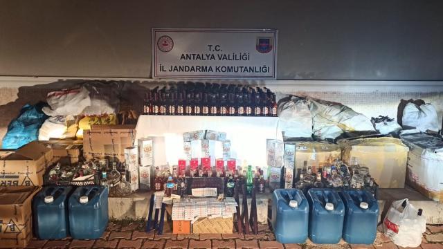 Antalyada kaçak içki operasyonu: 2 gözaltı