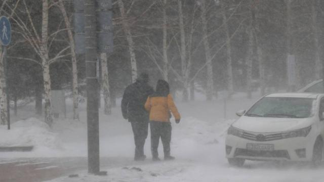 Kazakistanın başkentinde şiddetli fırtına ve kar yağışı