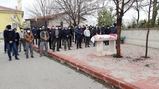 Konyada devrilen bahçe duvarının altında kalarak hayatını kaybeden 5 yaşındaki çocuğun cenazesi defnedildi