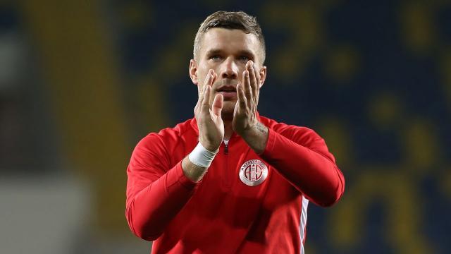 Lukas Podolski kupa ve ligdeki galibiyetlerden mutlu