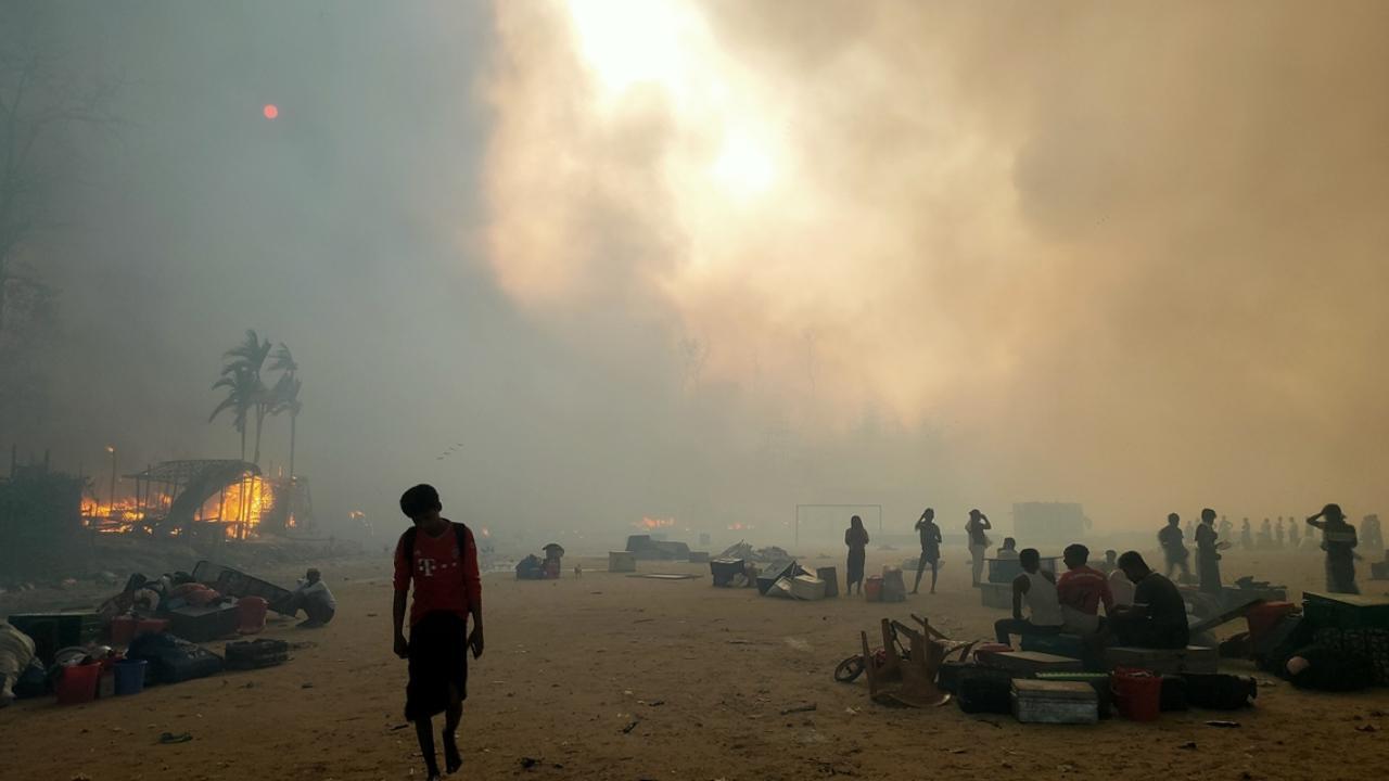 Bangladeş'te Arakanlı mültecilerin kampında yangın | TRT Haber Foto Galeri