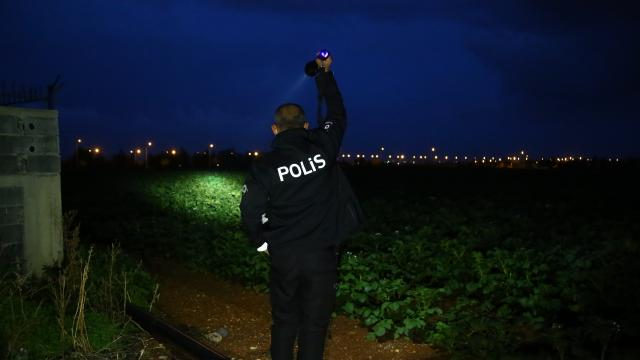 Adanada polisten kaçmaya çalışan şüpheliler patates tarlasında yakalandı