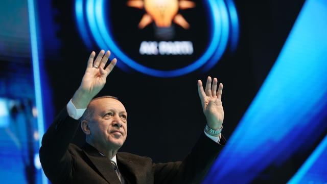 Erdoğan yeniden AK Parti Genel Başkanlığına seçildi