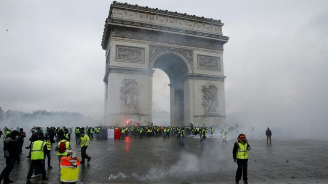 Fransada bir polise daha sarı yelekliler soruşturması