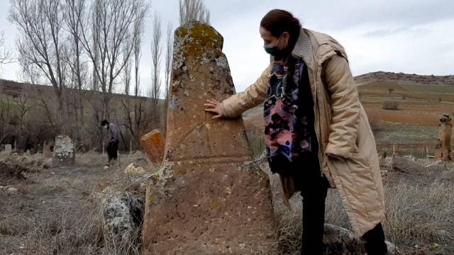Ağaç tesciline giden ekip Selçuklu dönemine ait mezarlar buldu