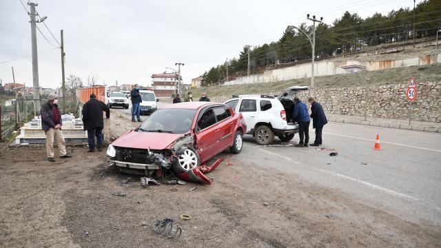 Giresunda, otomobil park halindeki otomobillere çarptı: 1 yaralı