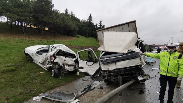 TEM Otoyolunda zincirleme trafik kazasında 4 kişi yaralandı
