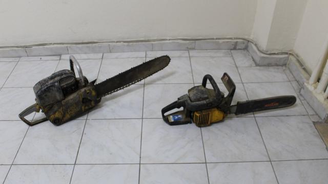 Yunakta yakalanan hırsızlık şüphelilerinin üzerinde uyuşturucu madde bulundu