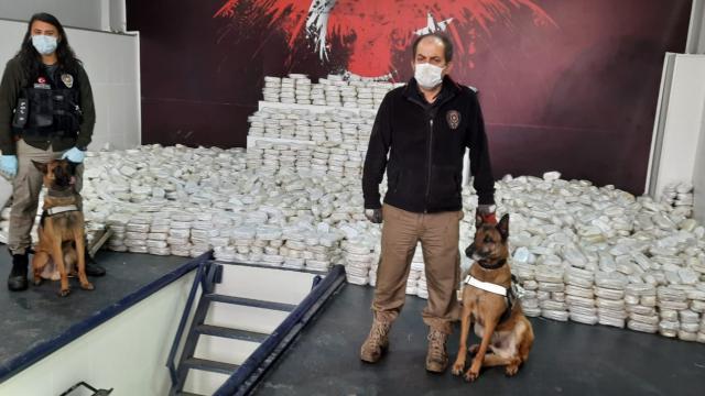 Limandaki gemide 3 ton 860 kilo esrar, 99 bin uyuşturucu hap ele geçirildi