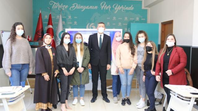Bakan Selçuk Arnavutlukta Türkçe eğitim gören öğrencilerle buluştu