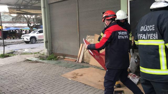 Düzcede itfaiyecilerin Türk bayrağı hassasiyeti