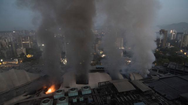 Hindistanda COVID-19 hastanesinde yangın: 9 ölü