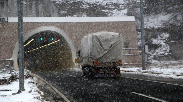 Ilgaz Dağında sis ve kar yağışı etkili oluyor