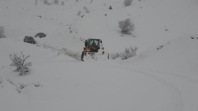 """""""Mart karı"""" etkili oluyor: 911 yol ulaşıma kapandı"""