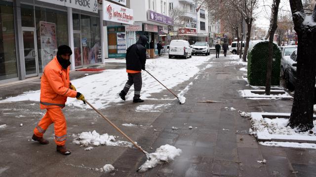 Aksarayda kar yağışı etkili oluyor