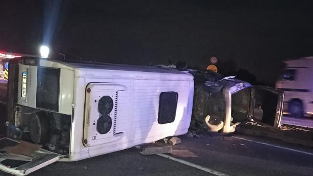 Karacabeyde trafik kazası: 2 yaralı