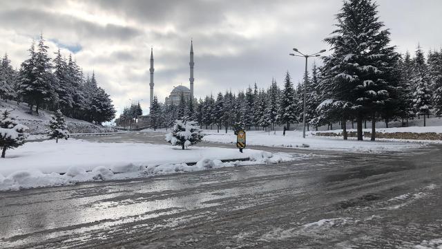 """Konyanın 8 ilçesinde yüz yüze eğitime """"kar"""" engeli"""