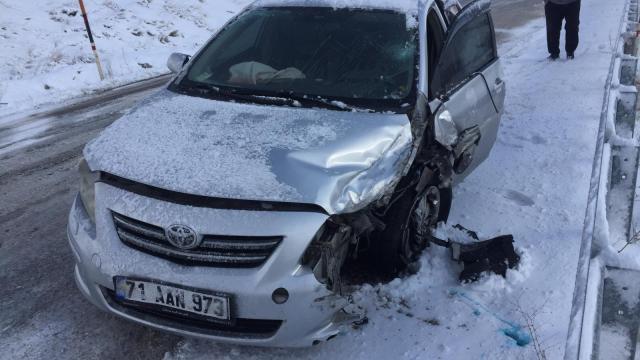 Malatyada otomobil ile hafif ticari araç çarpıştı: 4 yaralı