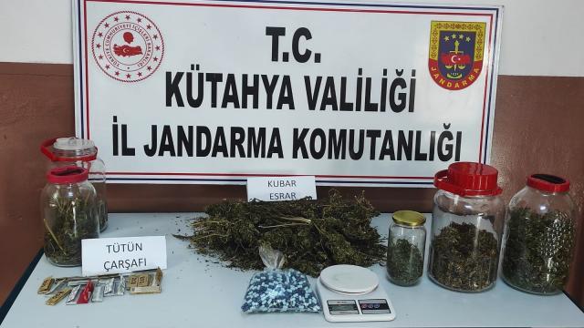 Gedizde jandarmadan uyuşturucu operasyonu: 2 gözaltı