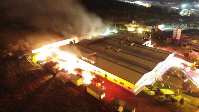 Çekmeköy gıda üretim tesisindeki yangın kontrol altına alındı