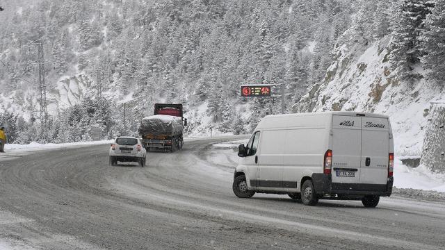 Zigana geçidinde kar kalınlığı 20 santimetreyi geçti