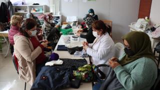 Adıyamanlı kadınlar atık malzemeleri ev ve süs eşyasına dönüştürüyor