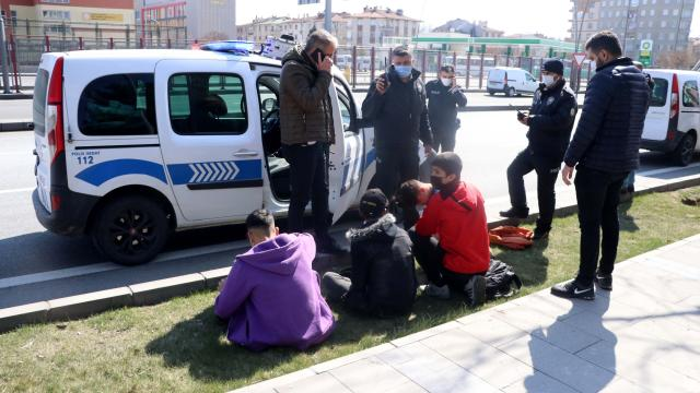 Kayseride bıçaklı kavgada bir kişi yaralandı, 8 şüpheli gözaltına alındı