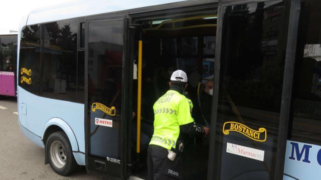 Kadıköyde toplu taşıma araçlarında koronavirüs denetimi yapıldı