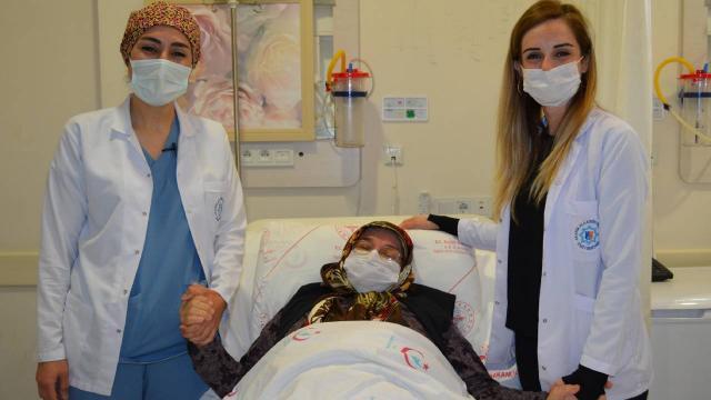 Karın ağrısı şikayetiyle hastaneye gitti, 20 kilogramlık kitle çıkarıldı