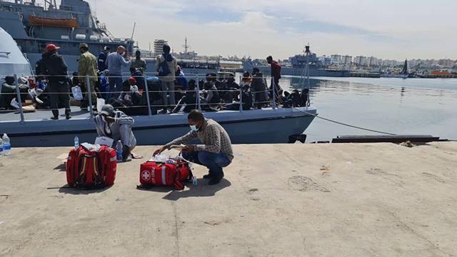 Libya açıklarında 500 düzensiz göçmen yakalandı