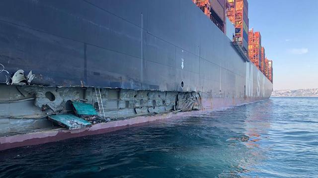 İstanbulda konteyner gemisi iskeleye çarptı