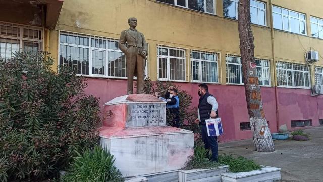 Tekirdağ da Atatürk heykeline çirkin saldırıda bulunan şüpheli yakalandı