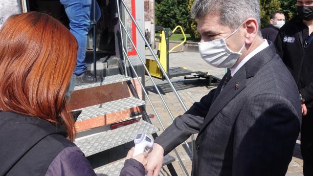 """İçişleri Bakan Yardımcısı İnce, İzmirde yaya farkındalığı için """"kırmızı çizgi"""" çekti"""