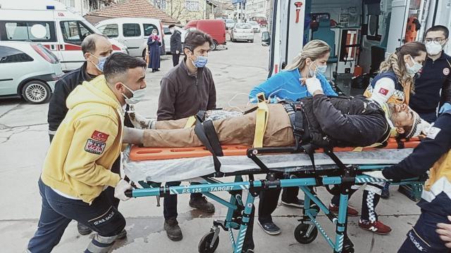 Üzerine levha düşen işçi yaralandı