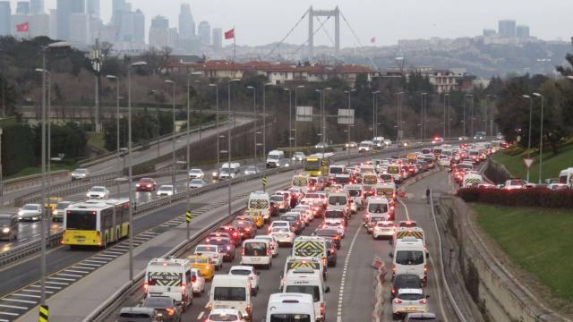 İstanbulda kısıtlama sonrası trafik yoğunluğu arttı