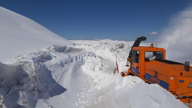 10 gündür kardan kapalı olan yol ulaşıma açıldı