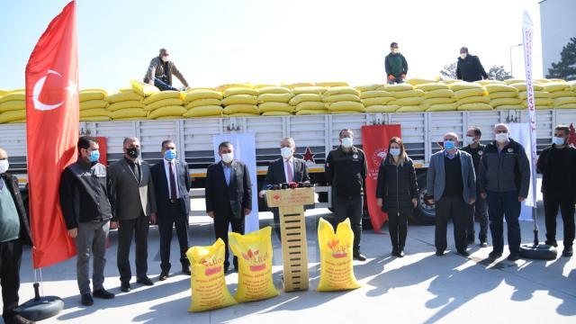 Kayseride çiftçilere 83,3 ton aspir tohumu dağıtıldı