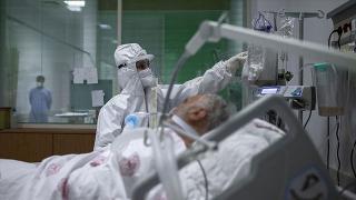 İstanbul'da koronavirüs servisleri doldu