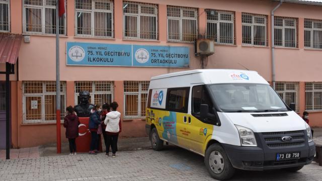 Şırnakın 22 köyündeki öğrenciler gezici minibüsle uzaktan kesintisiz eğitimle buluşuyor