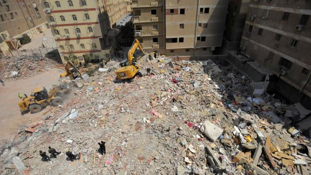 Mısırda çöken binada can kaybı 23e çıktı